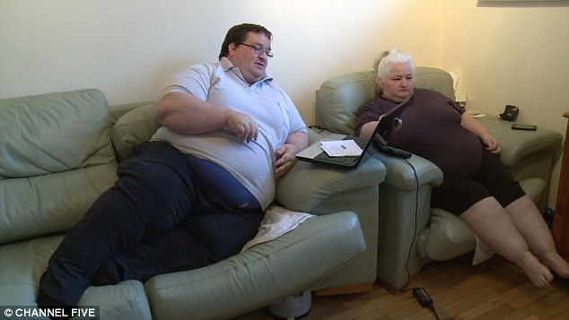 Too Fat To Work couple who weigh 54 stone between them claim £2,000 a month in benefits | Daily Mail Online